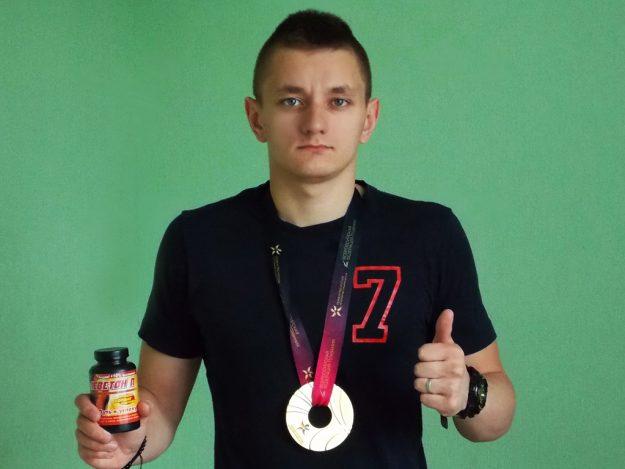 Антон Комлев победитель первенства России среди юниоров по плаванию г.Калининград