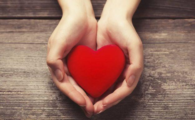 колет сердце
