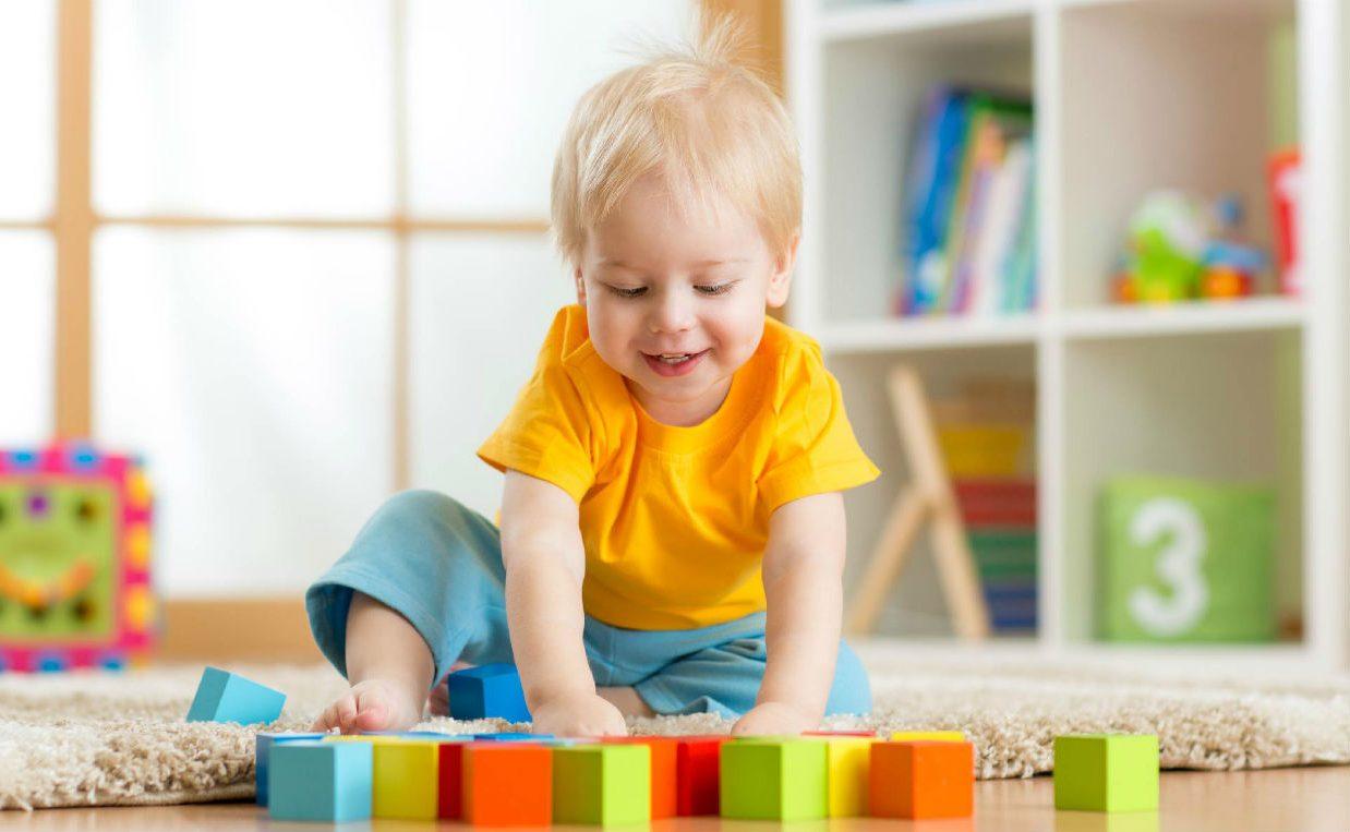 картинки розвитку дитини предлагают носить